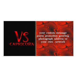 Símbolo rojo del horóscopo del Capricornio Tarjeta Fotografica Personalizada