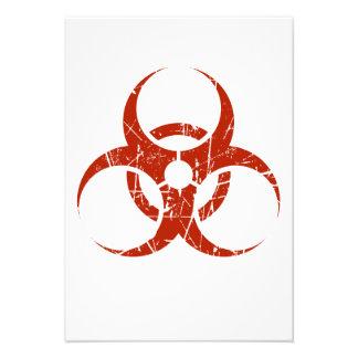 Símbolo rojo rasguñado del Biohazard Comunicado
