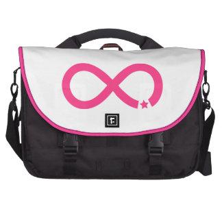 Símbolo rosado del infinito con la estrella bolsa de ordenador
