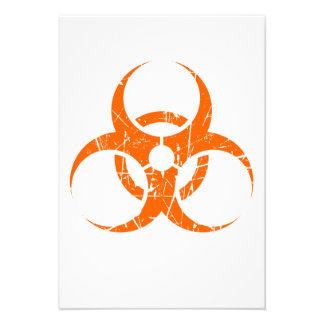 Símbolo rosado rasguñado del Biohazard Invitación