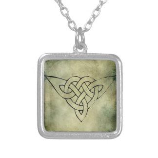 símbolo sagrado irlandés céltico colgante cuadrado