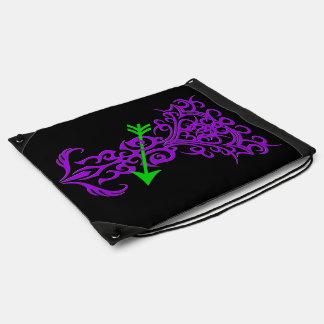 Símbolo tribal del árbol con púrpura de la flecha mochila