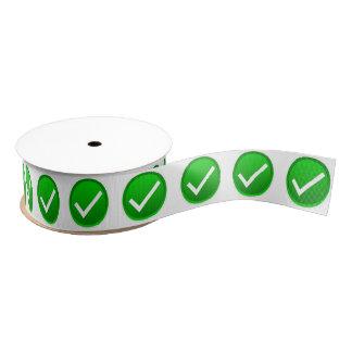 Símbolo verde de la marca de verificación lazo de tela gruesa