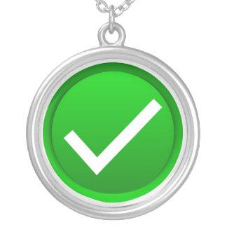 Símbolo verde de la marca de verificación colgante redondo