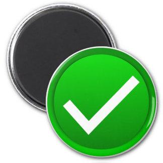 Símbolo verde de la marca de verificación imán redondo 5 cm