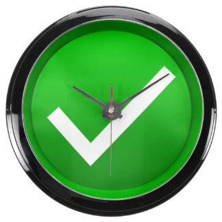 Símbolo verde de la marca de verificación relojes aquavista