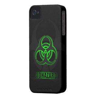 Símbolo verde del Biohazard que brilla iPhone 4 Carcasas