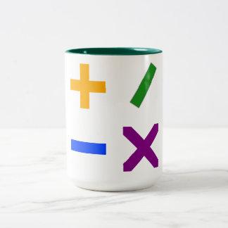 Símbolos aritméticos coloridos taza de dos tonos