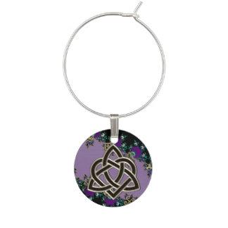 Símbolos célticos púrpuras del místico del fractal identificadores de copas