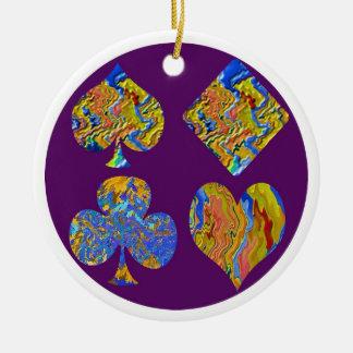 Símbolos de la pintada del póker adorno navideño redondo de cerámica
