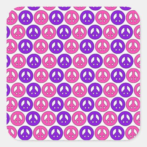 Símbolos de paz rosados y púrpuras calcomania cuadrada personalizada