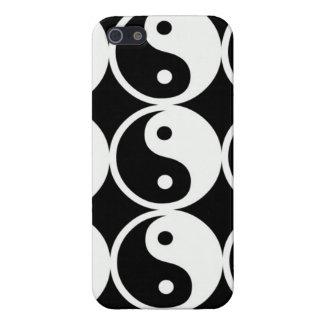 Símbolos de Yin-Yang en blanco y negro. iPhone 5 Carcasas