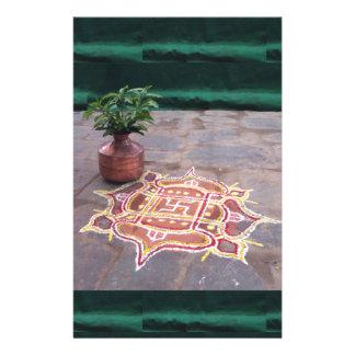 Símbolos indios del boda del rangoli de la cruz  papeleria