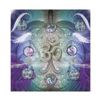 Símbolos místicos metálicos en extracto del impresión en lienzo estirada