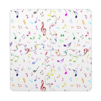 Símbolos musicales en colores del arco iris posavasos de puzzle