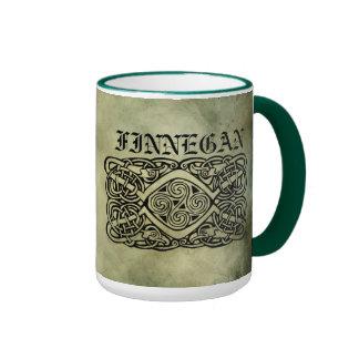 símbolos sagrados del apellido irlandés céltico taza a dos colores