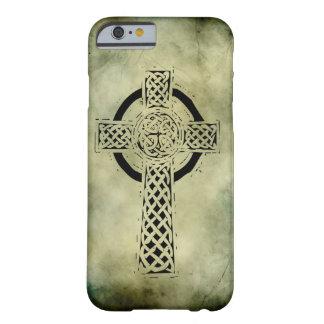 símbolos sagrados irlandeses célticos funda de iPhone 6 barely there