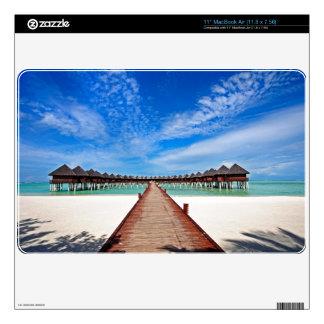 Simetría idílica. Chalets del agua. Maldivas Skins Para MacBook Air