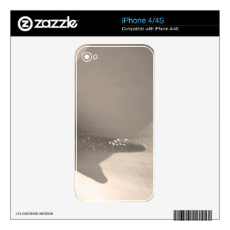 Simple Lily Bloom Skin For The iPhone 4S