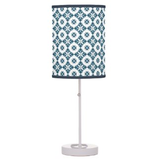 Simple lily pattern table lamp