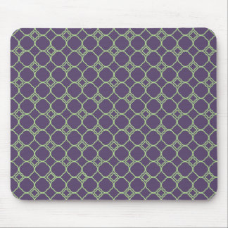 Simple Quatrefoil Pattern in Purple and Lime Green Mouse Pad
