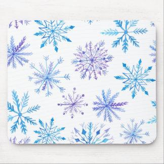 Simple yet Elegant Snowflakes   Mousepad
