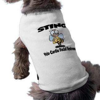 Síndrome facial Velo-Cardiio de STING Camisetas Mascota