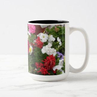 Sinfonía floral del geranio taza