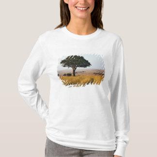Single acacia tree on grassy plains, Masai Mara, T-Shirt