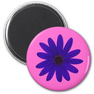single blue/purple daisy flower magnet