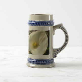 Single Cream White Calla Lily With Garden Backgrou Beer Stein