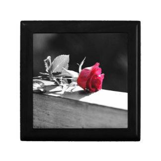 Single crimson red rose design jewelry box