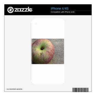Single ripe apple skin for iPhone 4S