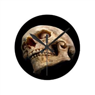 Sinister Skull clock