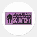 Sintiendo un poco Squatchy - encontrando Bigfoot p Pegatinas Redondas