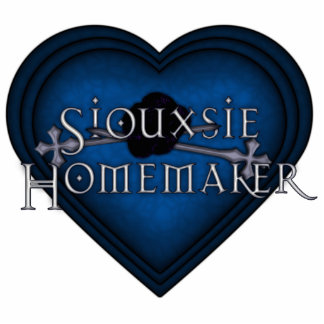 Siouxsie Homemaker Blue Knitting Heart Statuette