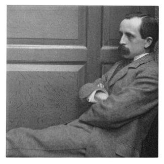 Sir James Matthew Barrie (1860-1937) (foto de b/w) Azulejo Cuadrado Grande