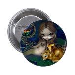 """""""Sirena con el botón de un dragón de oro"""" Pin Redondo De 2 Pulgadas"""