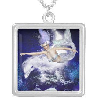 Sirena con el collar de la plata esterlina del del