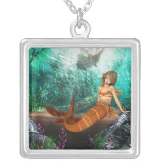 Sirena con el naufragio pendiente personalizado