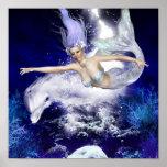 Sirena con el poster del delfín