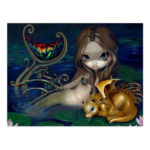 """""""Sirena con la postal de un dragón de oro"""""""
