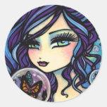 Sirena del encargado de la mariposa de Hannah Lynn Etiqueta Redonda
