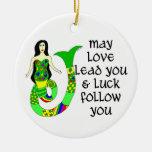 Sirena del irlandés del amor y de la suerte adorno redondo de cerámica