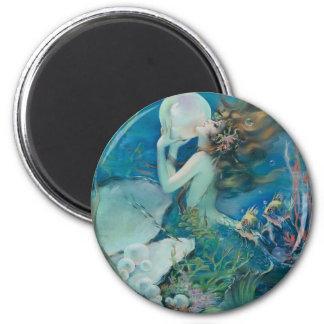 Sirena del vintage que sostiene la perla imán redondo 5 cm