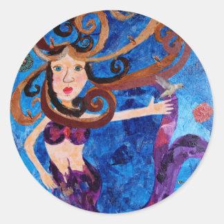 Sirena en el mar con la pintura del arte de los pegatina redonda