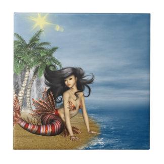 Sirena en la teja de la playa