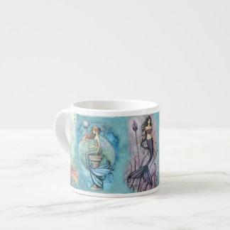 Sirena hermosa taza de espresso