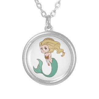 Sirena rubia sonriente del dibujo animado colgante redondo