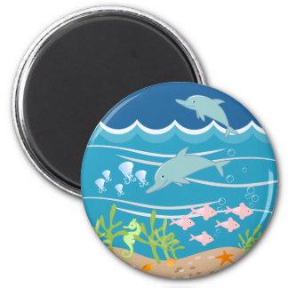 Sirena y fiesta de cumpleaños de los delfínes imán redondo 5 cm